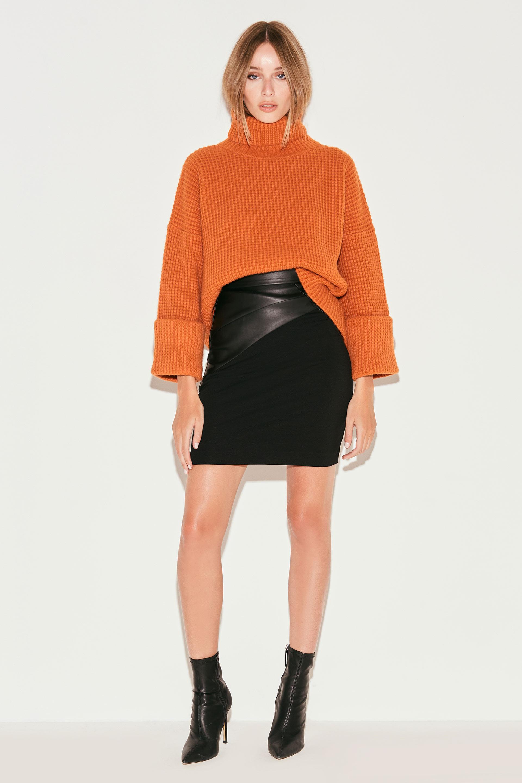 markova_sweater-regina_31-29-2021__picture-36948