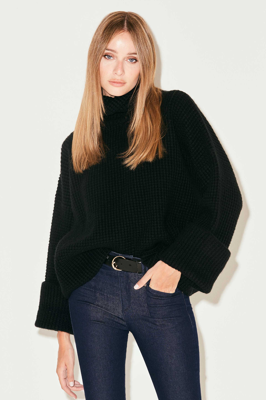 markova_sweater-regina_31-29-2021__picture-37012