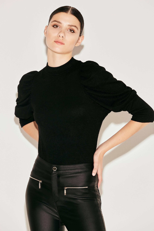 markova_sweater-holly_31-29-2021__picture-37581